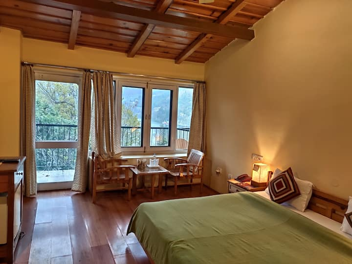 Enticing Lake View Rooms