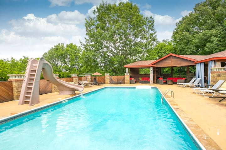 "NEW!""Outdoor Oasis"" Pool, Hot Tub, Firepl, 6 bedr"