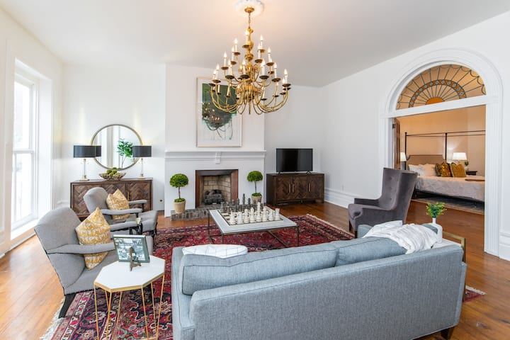 The Statesman/ Walk to Rupp / Luxury Apartment