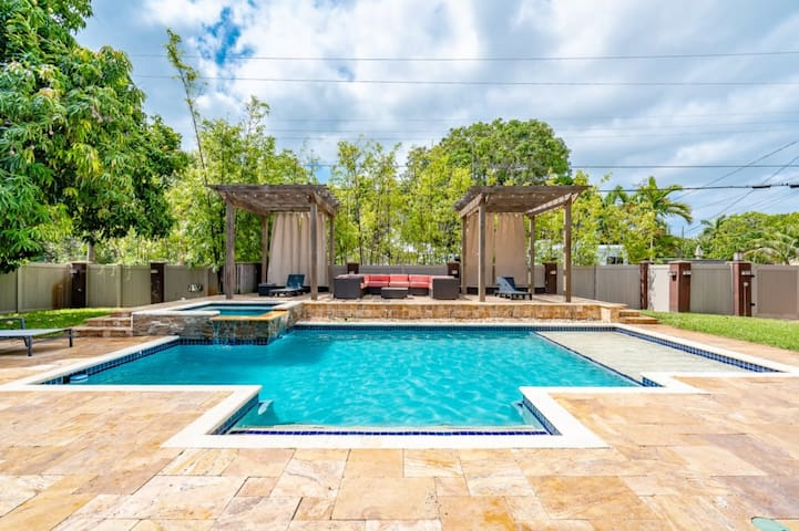 New Tropical Dream 3/2.5 for10 Heated Pool Beach