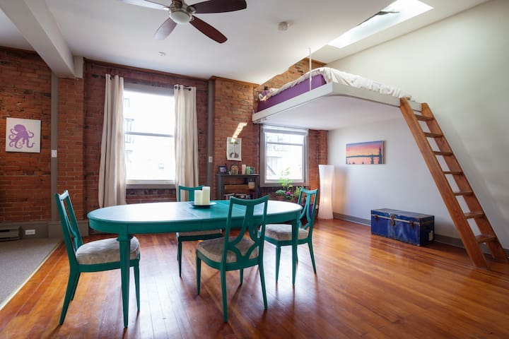 Heritage loft in the heart of downtown - Victoria - Apartamento