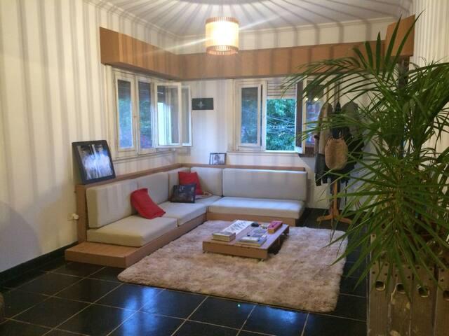 Sillón-cama en casa cálida y acogedora en Olivos.