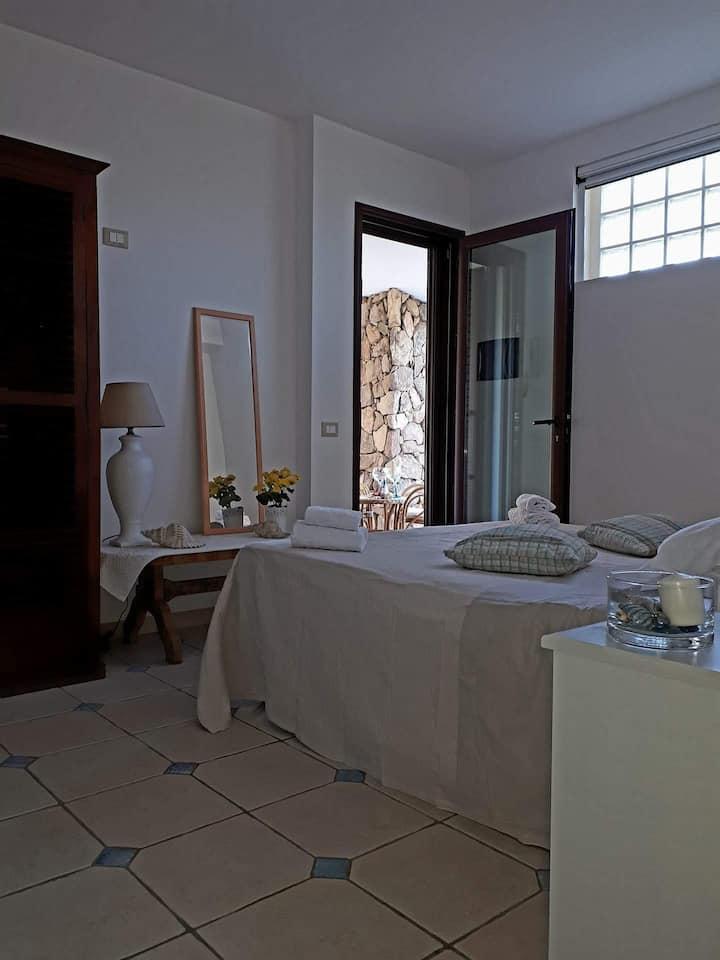 Bella camera indipendente con garden 100m dal mare