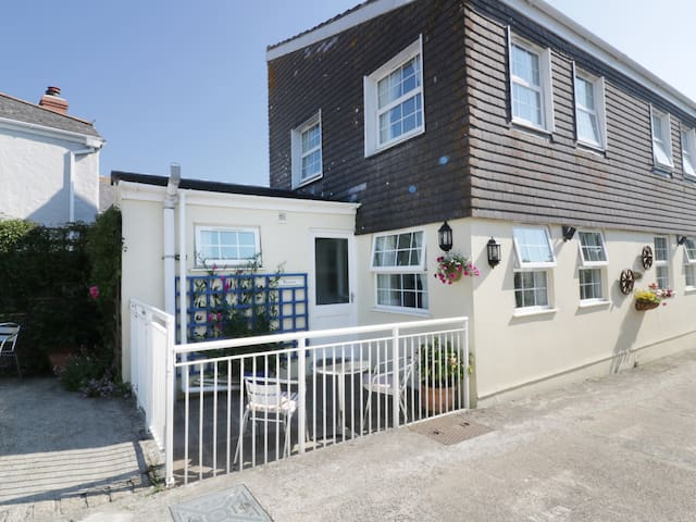 KYNANCE, family friendly, with a garden in Mullion, Ref 969341