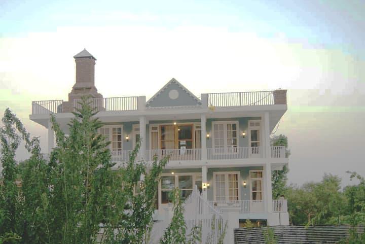"""All Seasons Villa""| 5Bed Designer House | Retreat"
