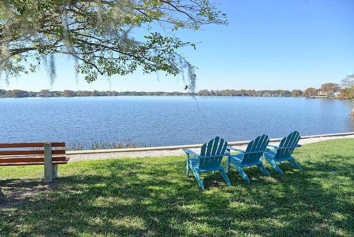 ☀️Tropical & Retro Lake Life Condo w Sunroom & Pool