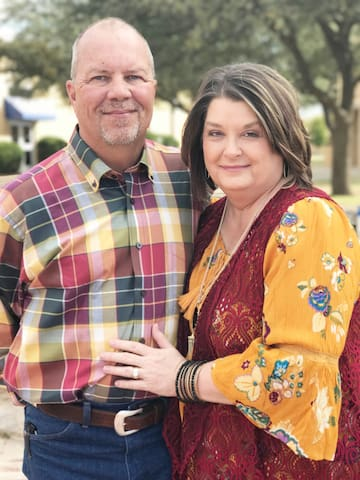 """""""Welcome!"""" Rhonda & Coach Ken look forward to hosting HU families who'd like to stay on Harding Park and walk across to HU. You'll love it here close to restaurants, shopping, downtown, Unity Health and all Searcy has to offer!"""