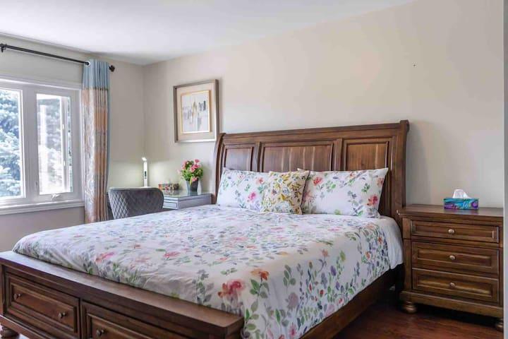 Warmly lovely bedroom 02DE  (kingsize bed)