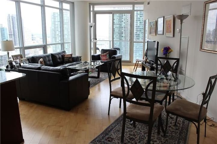 Elegant Private Room Waterfront Condo