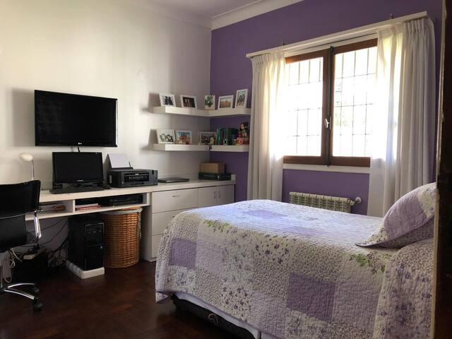Dormitorio con Sommier Divan carro cama dual 1 1/2 plaza y media - planta baja