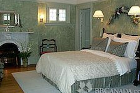 Moffat Suite: Beautiful Old Fashioned Room - Peterborough