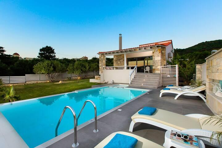 Villa Mikros Carpos, Unique Design, Full Privacy!