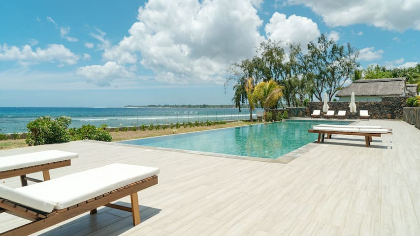 New luxury beachfront apartment in Tamarin