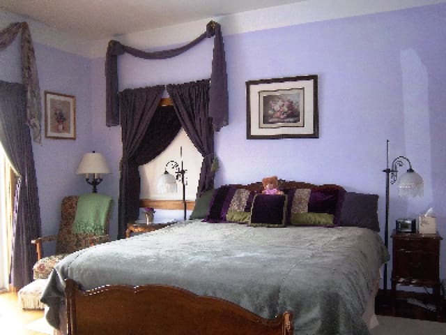 Coppertoppe Inn and Retreat - Amethyst Room