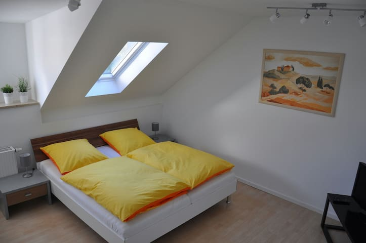 Gemütliche Dachgeschosswohnung - Utting am Ammersee - Apartemen