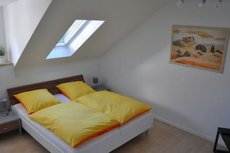 Gemütliche Dachgeschosswohnung - Utting am Ammersee - Квартира