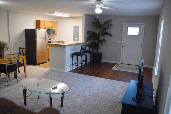 Clean and Cozy 3 Bedroom Unit Walking Dist. to FSU
