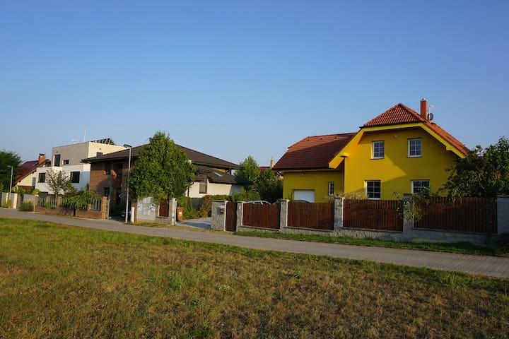 Dům v zahradě - Roztoky - Dom