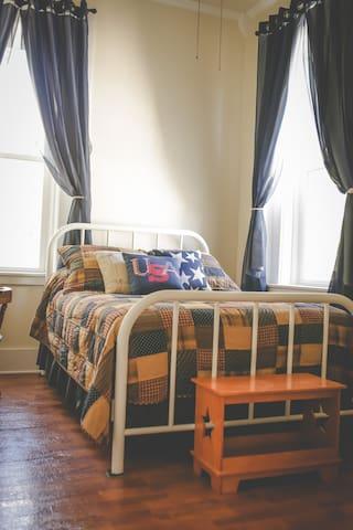 Perkins House Inn, 126 yr. old, Americana Room