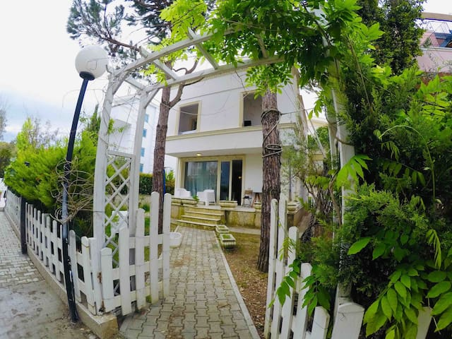 The perfect villa for holidays in Albania
