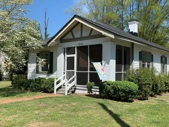 Cozy craftsman! Come relax and enjoy Rocky Mount!