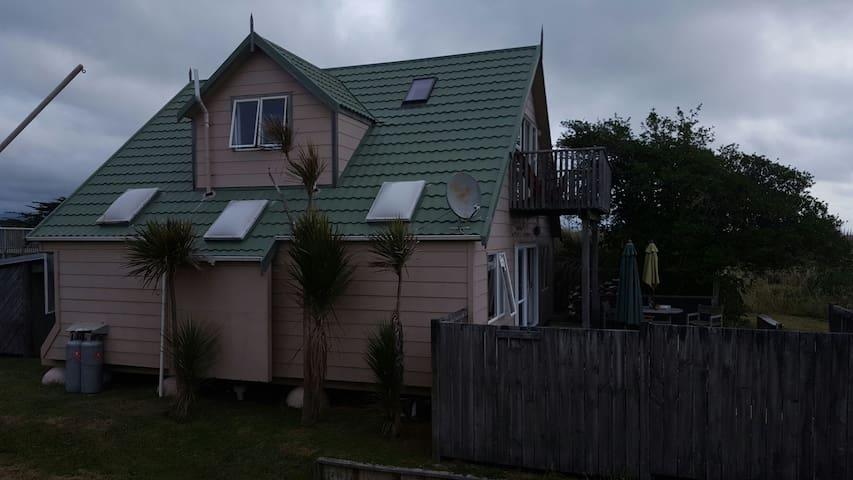 Beach Front Retreat - Otaki Beach - House