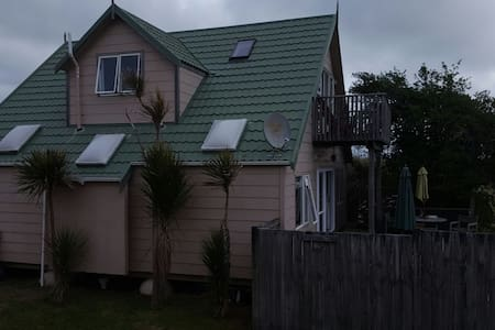 Beach Front Retreat - Otaki Beach - 獨棟