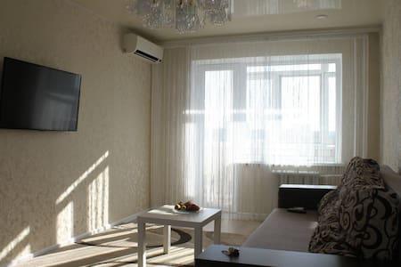 Видовая современная 1-кмн квартира, Малый рынок