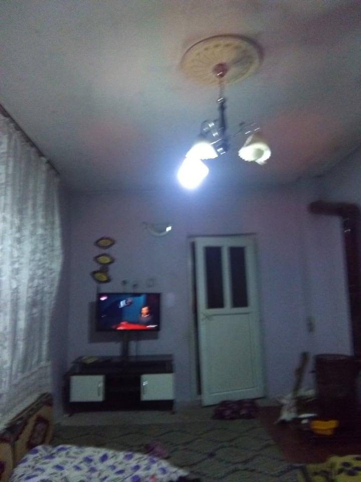 Özel oda tv var.Sınırz ev interneti var
