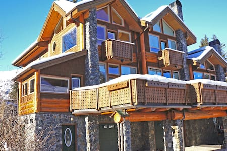 Luxury Girdwood Condo with Hot Tub & Steam Shower!