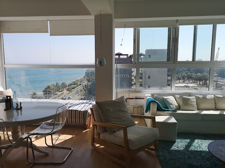 Spacious apartment with Superb Sea views - Wifi