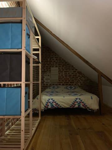 Chambre en mezzanine avec lit 2 personnes