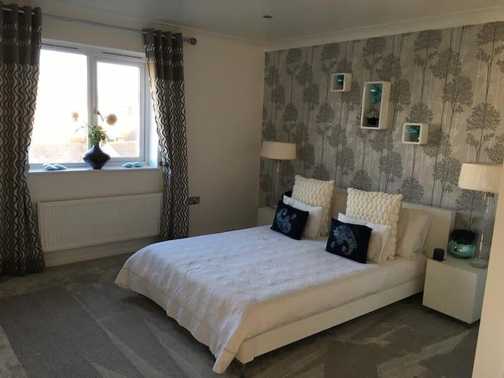 En-suite Designer double bed recently renovated