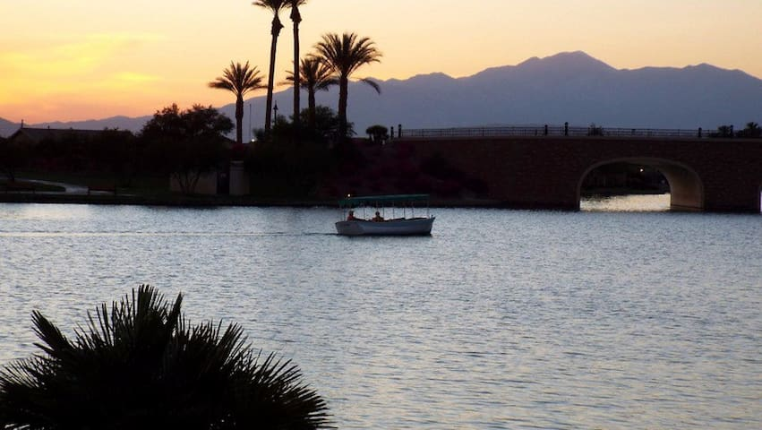 Villa on the Lake with Dock and 36 hole Golf - Indio - Villa