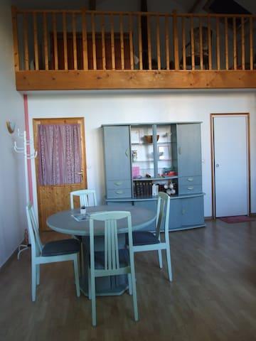 Beau studio avec mezzanine près de Fontainebleau - La Genevraye