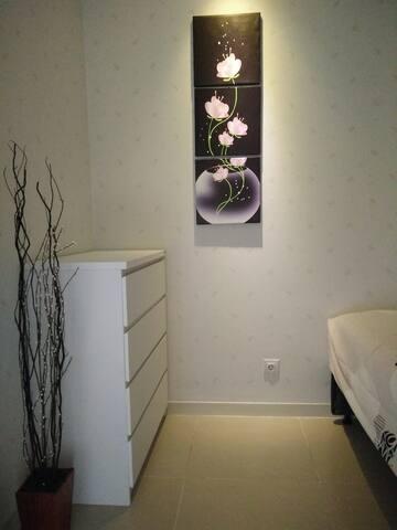 bedroom 2 , bed 2 in 1 ( bed atas bawah sorong @120x200 )