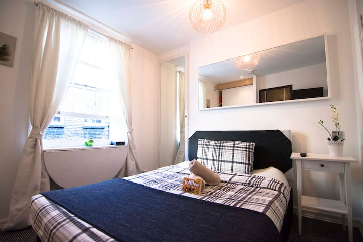 EXCLUSIVE Studio Flat for 2 Guests at GREEN PARK