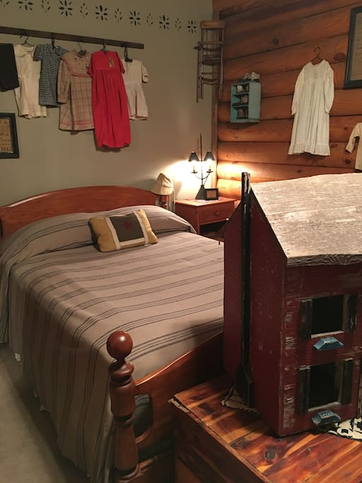 Jessie Lee Guest Room features Full Size bed and Twin bunks