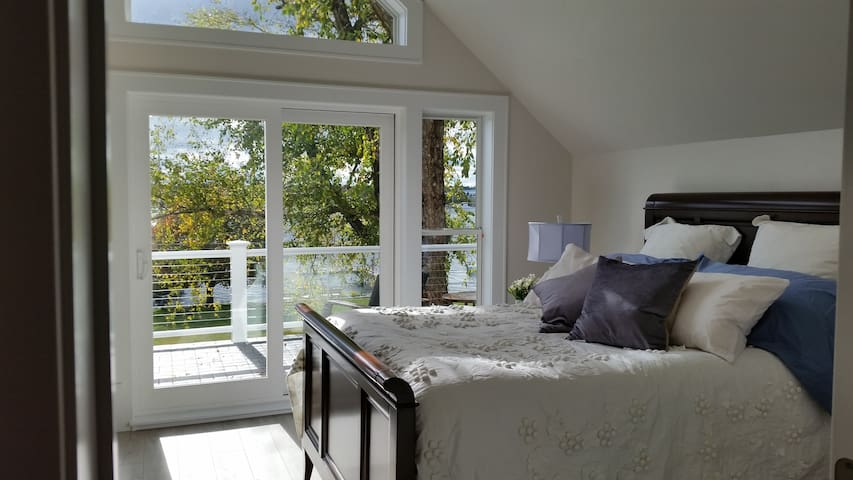 Pelican Suite, Door County: Waterfront Suite