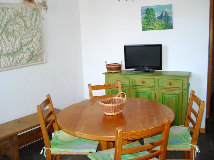 Studio in Montchavin, with wonderful mountain view, furnished garden and WiFi - 8 km from the slopes