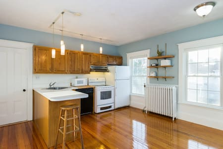Bedroom Close 2 Ferry & Subway Red line $899 month - Weymouth - Haus