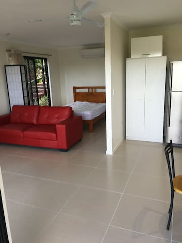 Private studio unit - self contained - Maroochy River - Apartemen