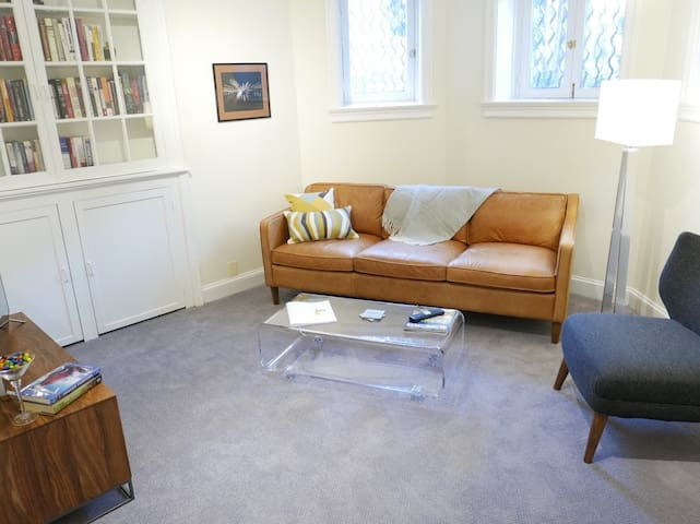 PRO CLEANED! Stay in Prime Dupont Circle Location!