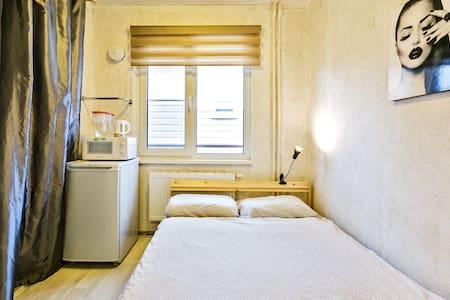 Квартира-студия в поселке рядом с метро.