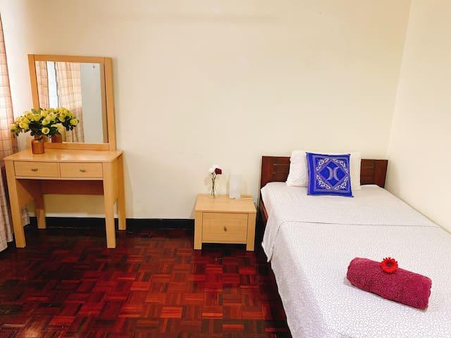 Affordable Backpacker Room Near MRT 1UTAMA
