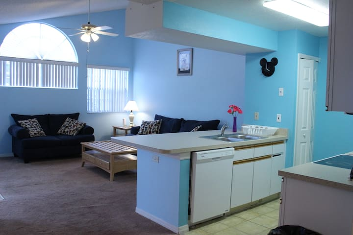 NEW! Beautiful and comfy 2/2 Close to Disney