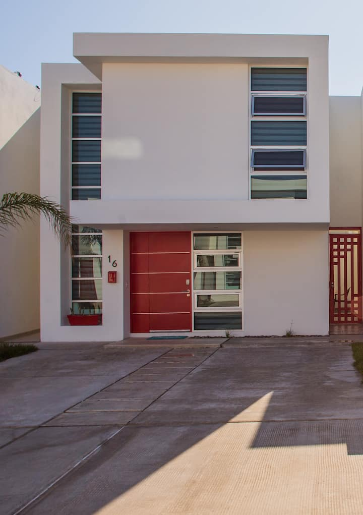 Beautiful  Home in Col. Acapulco. Gated Community