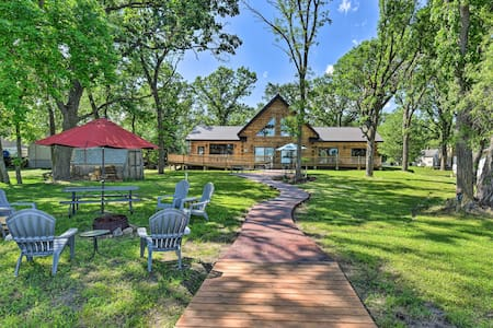 NEW! Spacious Pearl Lake Retreat w/ Private Dock!
