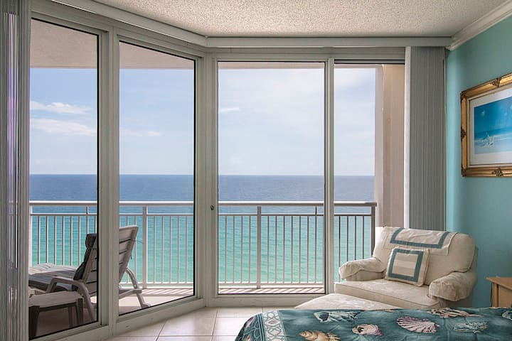 14th floor waterfront resort condo w/shared pools & hot tub - snowbirds welcome!