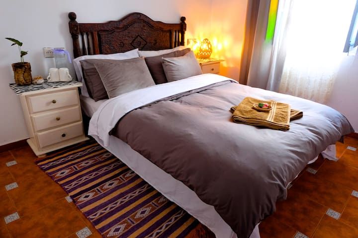 Cozy Room In center of Medina & Air Conditioning